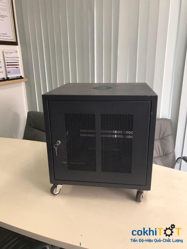 tủ rack 10U màu đen