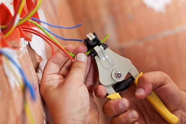 cách luồn dây điện vào ống ruột gà