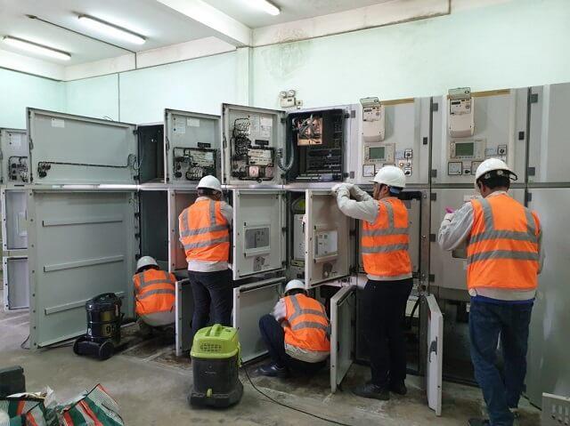 Tiến hành kiểm tra tổng thể tủ điện hạ thế